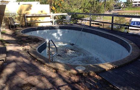 Terrasse und Pool vorher